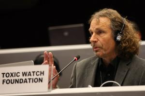 Abel Arkenbout (Toxicowatch, Netherlands) giving an intervention in plenary (Photo by ENB)