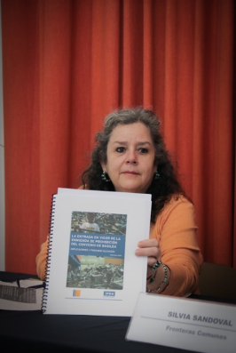 Marisa Jacott, Fronteras Comunes, holds up the BAN – IPEN Guide to the Basel Ban Amendment at a press conference urging Mexico to ratify it.