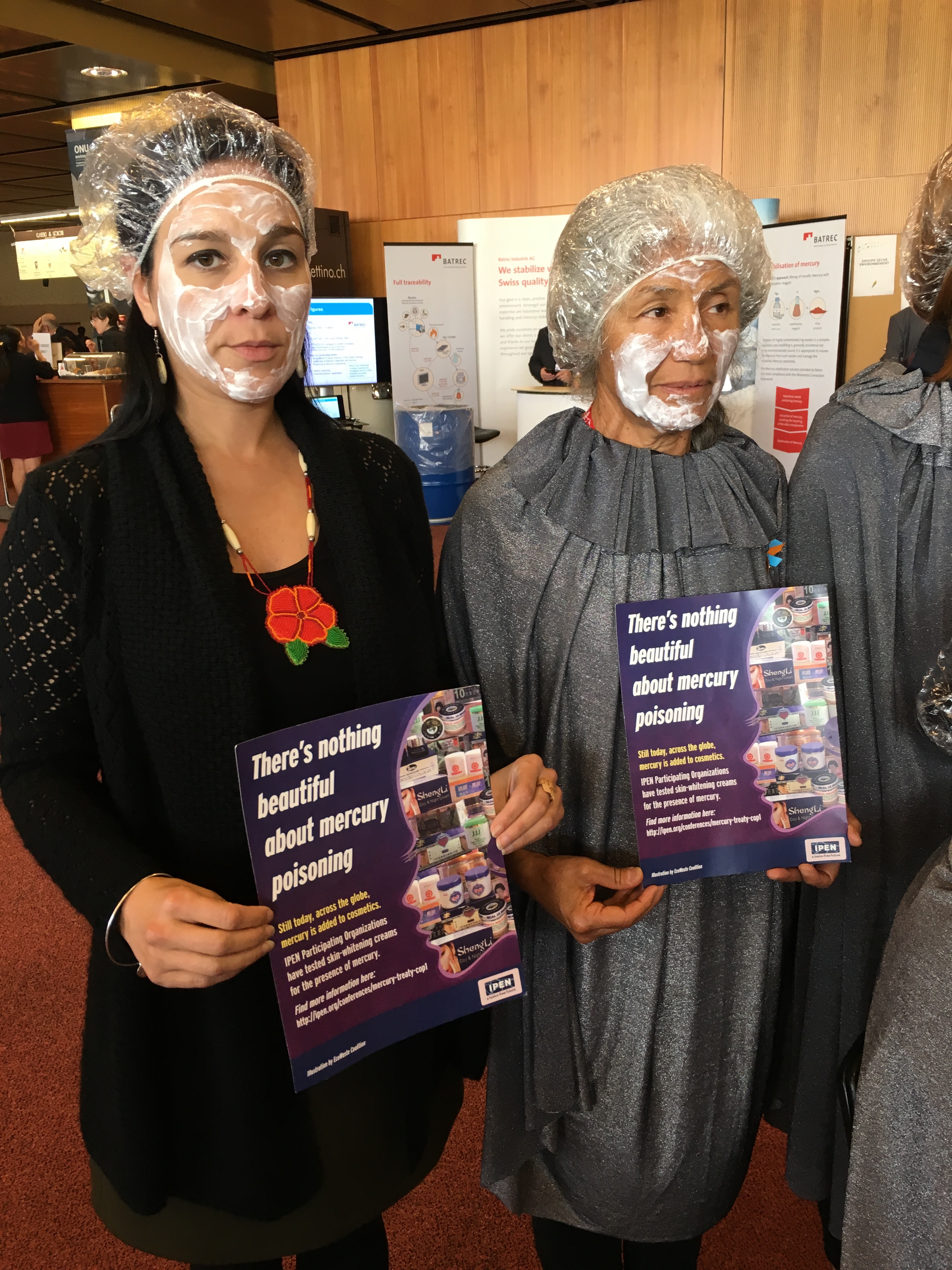 IPENers dress in salon clothing to raise awareness about mercury in skin cream.