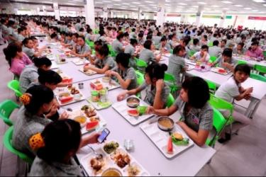 Lunch time at Samsung Vietnam. Photo credit: http://vneconomictimes.com.vn/article/corporate/samsung-struggles-to-house-workers