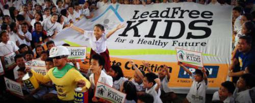 Demonstration for lead-free paint at the 2013 week of action in the Philippines