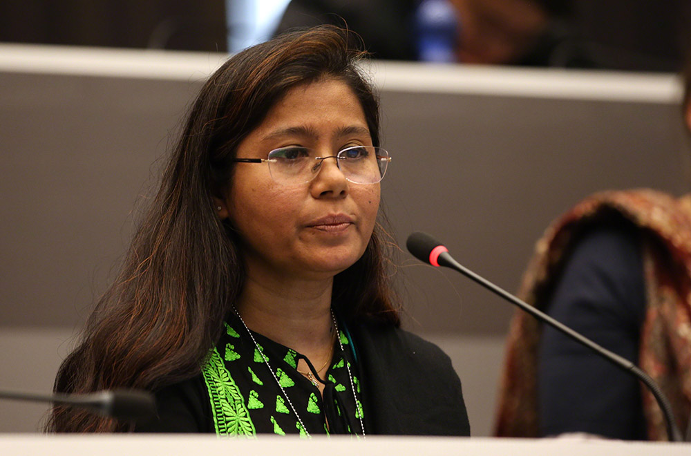 Siddika Sultana (ESDO, Bangladesh) giving an intervention in plenary (Photo by ENB)