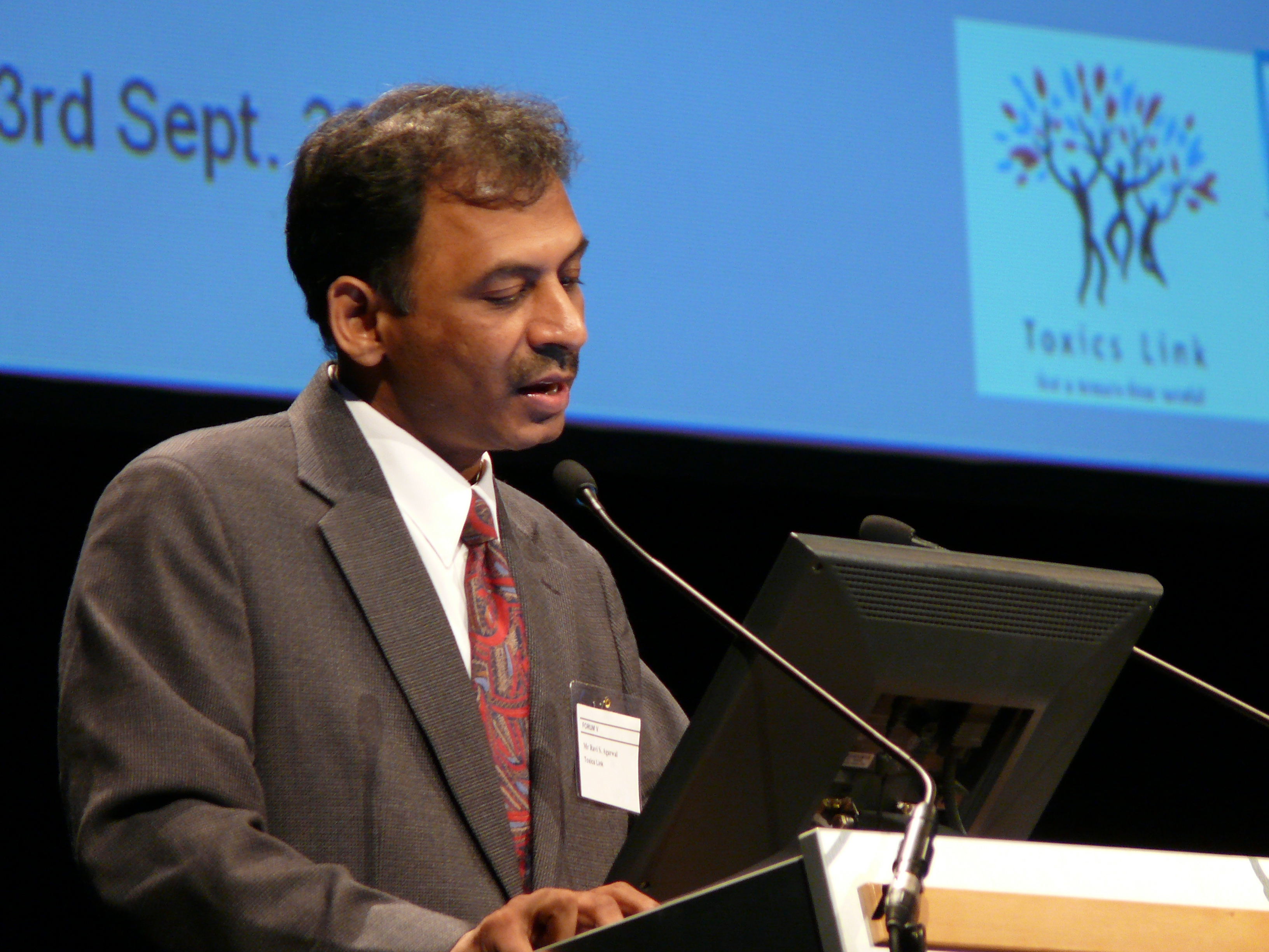 Ravi Agarwal making presentation at IFCS, Hungary 2006